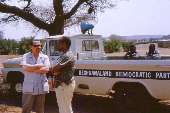 Jimmy Betts and Seretse Khama outside the community centre. Photo credit: Hugh McIntosh. (Oxfam Archive, Bodleian Libraries)