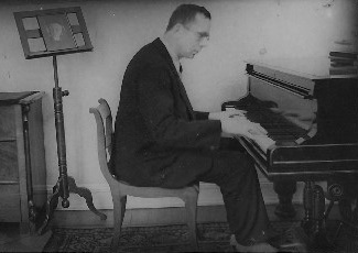 Gerhard Braun at the piano