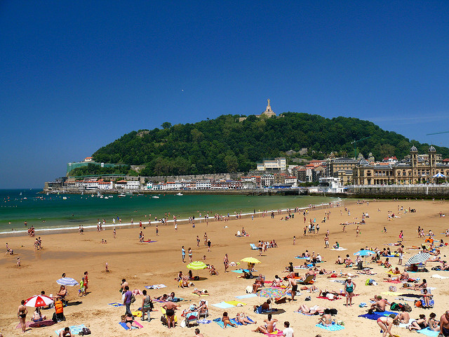 The beach of San Sebastian by dynamosquito used under creative commons licence