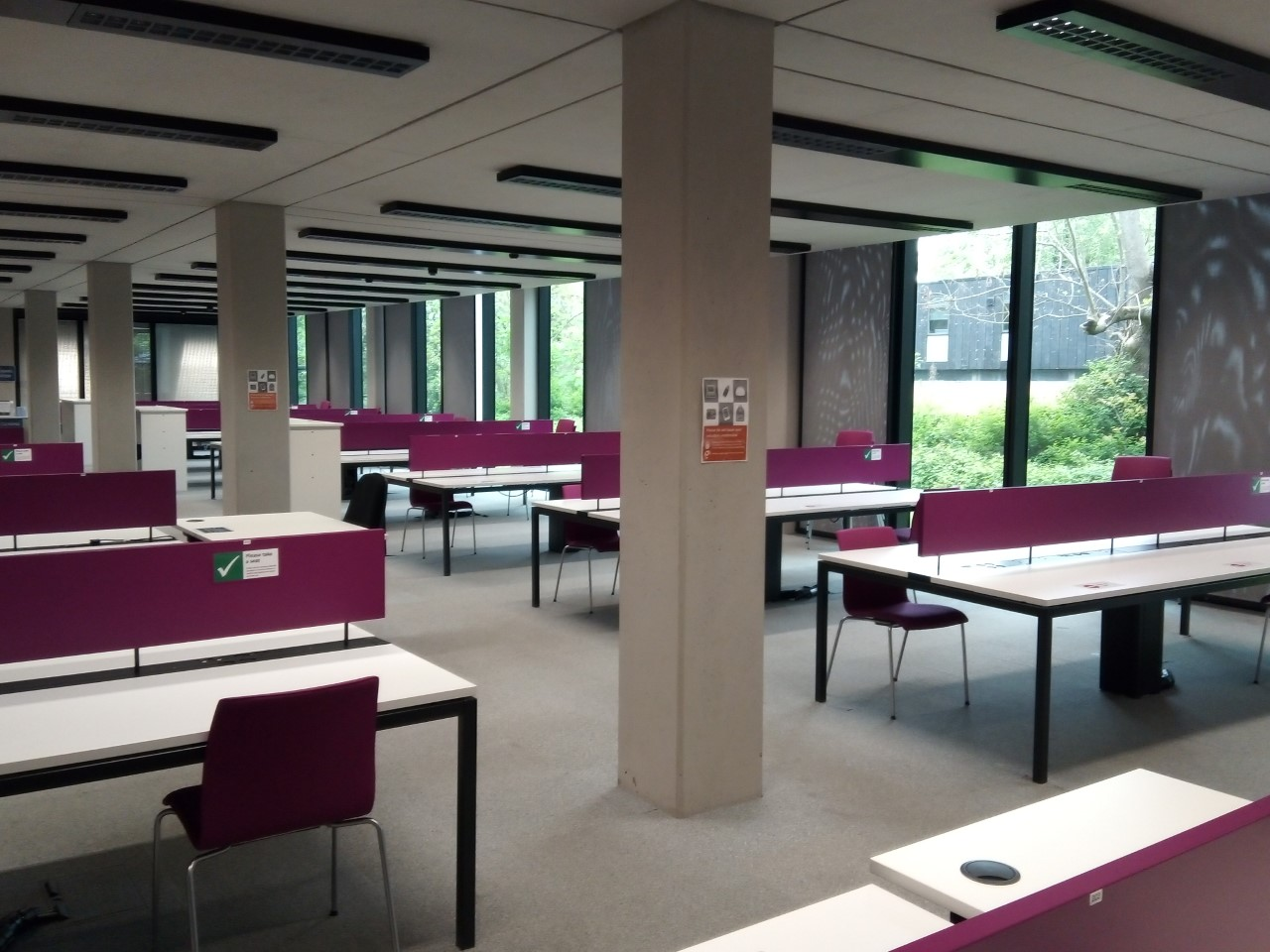 Desks with partitioned seating in the SSL