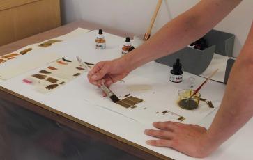 Colour-testing laminates