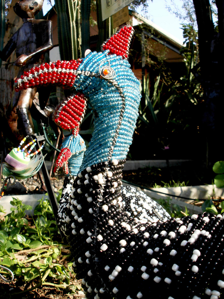 Guinea Fowl bead art' by Warren Rohner (flickr: warrenski), 2008 (CC BY-SA 2.0)