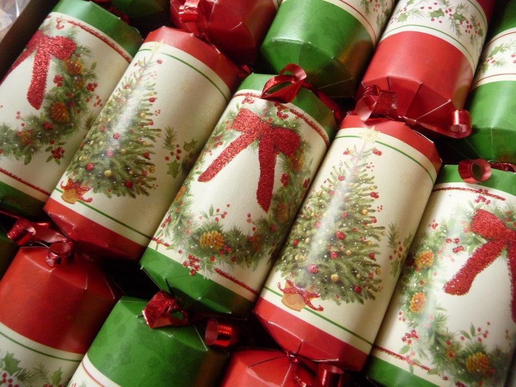 Crackers: Saturday, 26th November 2011 by Kat Kam (flickr: katling), 2011 (CC BY-NC-SA 2.0)