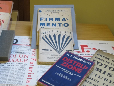 5 Display of Futurist original editions, including Marinetti's Distruzione, 1911 (Photo Credit: Nicola Gardini)