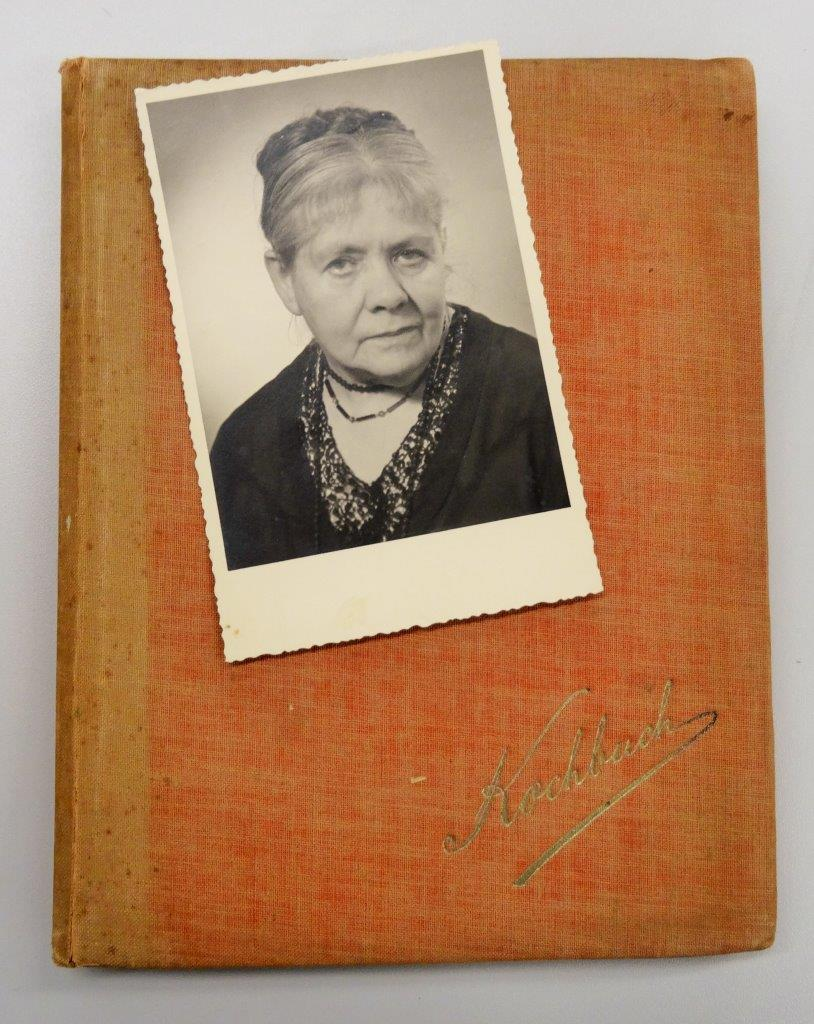 'Kochbuch' - Gertrud and the recipe book